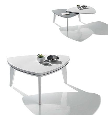 Table basse triangulaire amovible blanc laqué de Antoine Motard