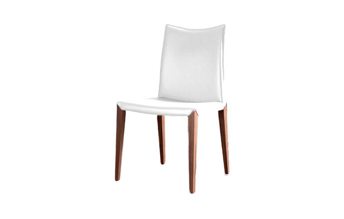 Chaise en cuir avec pied en bois FLORA de chez COMPAR - Blanc