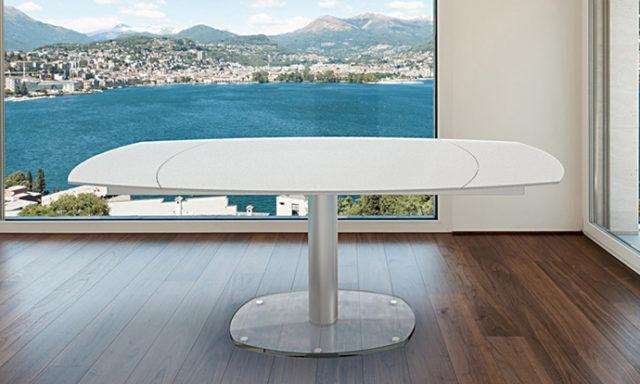 Table repas extensible base verre, laqué blanc dépoli ARTICA de chez Akante ouverte