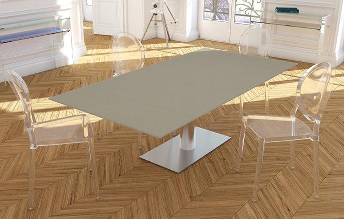 Table de repas extensible laqué gris perle PANAMA de chez Akante - ouverte