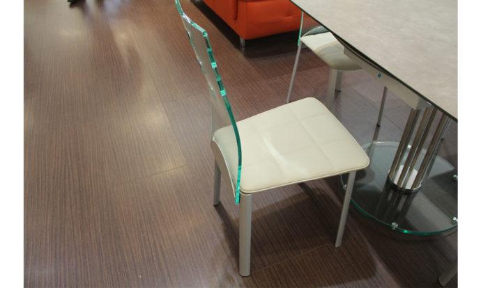 Chaise en ecopelle avec dossier transparent PEROUSE - Montévrain (77140)