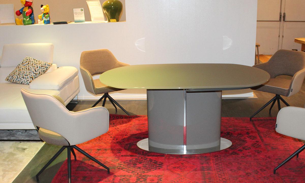 TABLE DE REPAS EXTENSIBLE EN VERRE // PISE 1